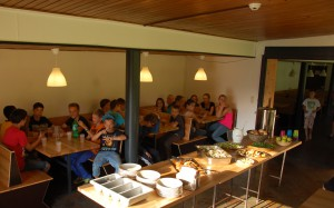Speisesaal 2 Buffettisch + Kids